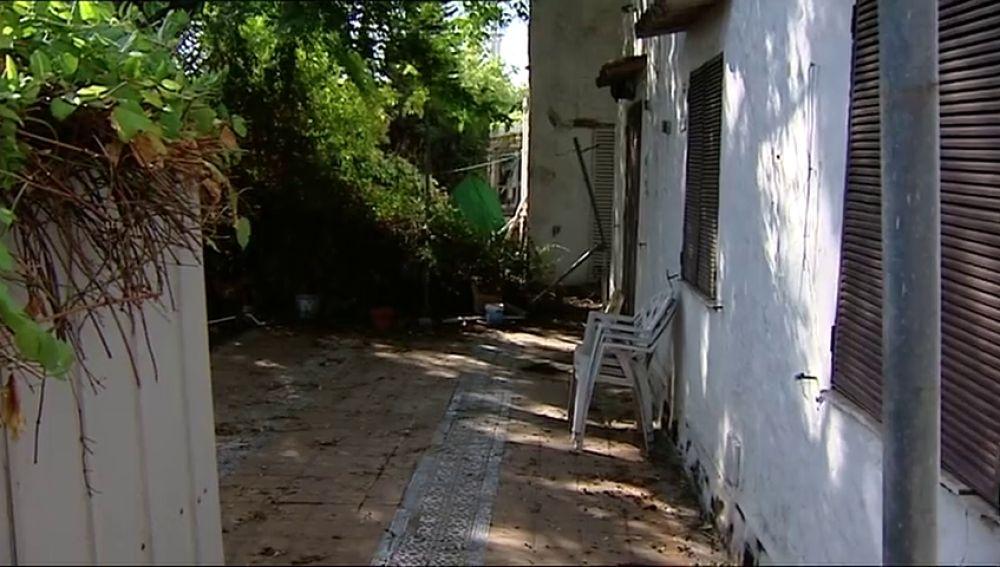 Los propietarios de once viviendas de Tomares  denuncias robos y destrozos