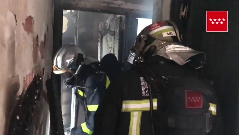 Un incendio sin heridos calcina un piso de Getafe