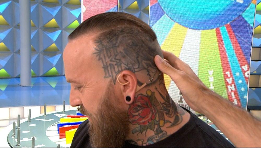 Los increíbles tatuajes de Sergio dejan un reto pendiente en 'La ruleta de la suerte'