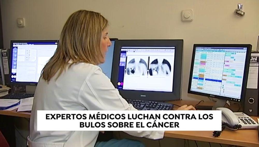 Expertos médicos luchan contra los bulos sobre el cáncer que circulan por Internet