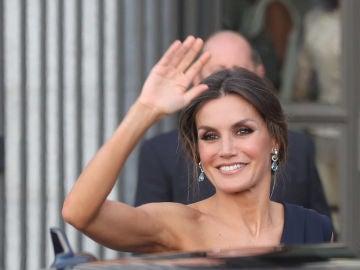 La reina Letizia a su llegada al Teatro Real