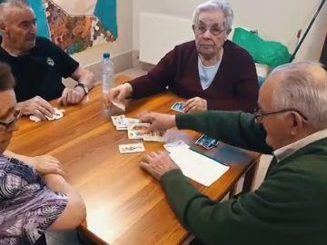 Así trabajan en una residencia de ancianos con enfermos de Alzheimer para retrasar su deterioro