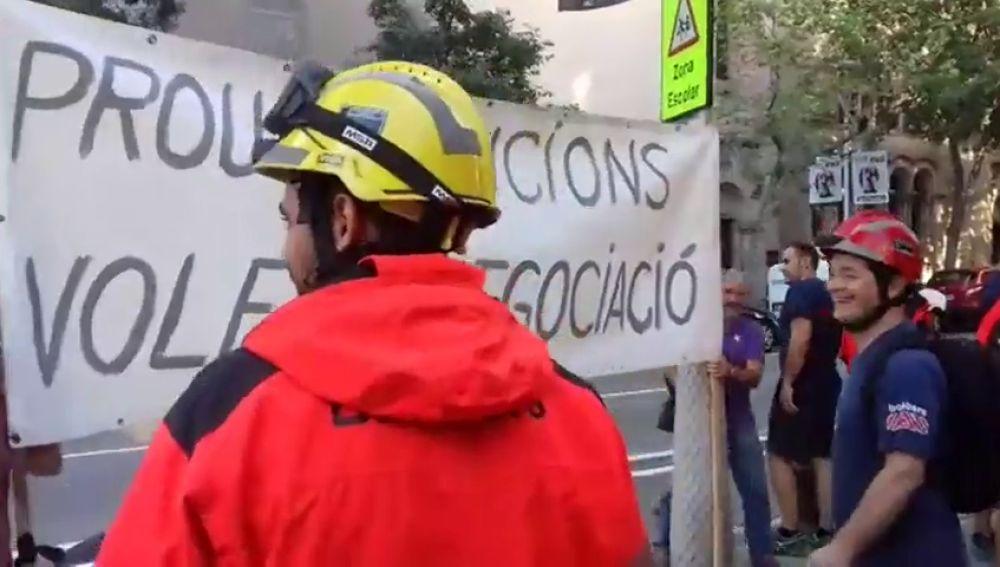 Bomberos de Barcelona piden mejores laborales