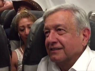 López Obrador ironiza con vender el avión presidencial y dormir en una hamaca en la sede del Gobierno