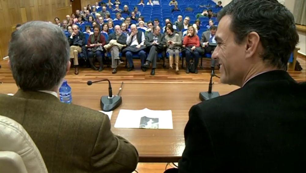 El libro basado en la tesis de Pedro Sánchez incluye notas de prensa y una conferencia del presidente de la Cámara de Comercio