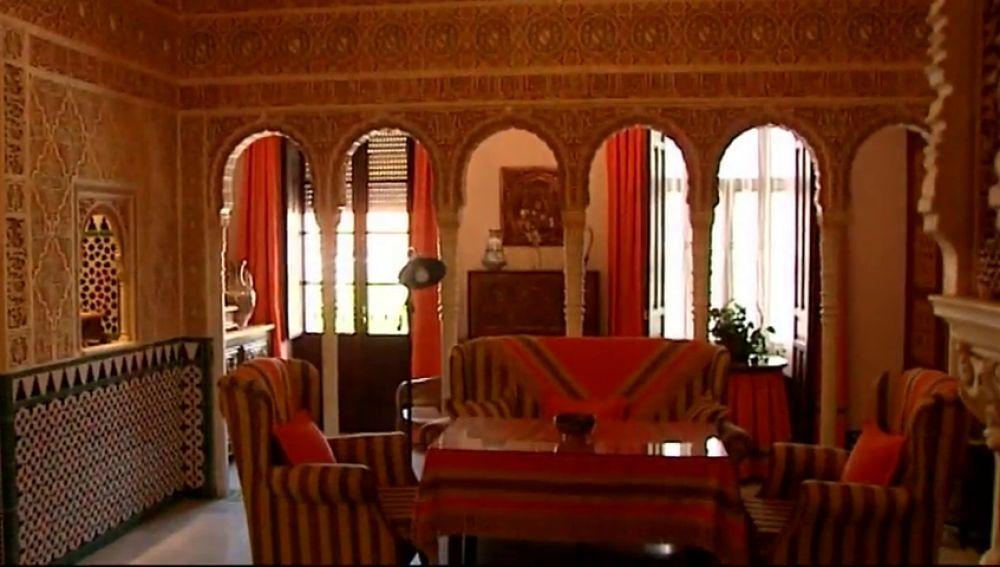 Una casa reproduce las estancias del la Alhambra de Granada