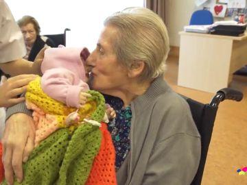 REEMPLAZO Un bebé terapeútico y otras técnicas para retrasar el deterioro en enfermos de Alzheimer