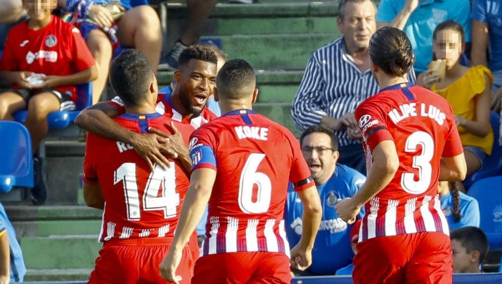 Lemar celebra un gol del Atlético