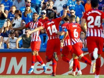Lemar celebra su gol en el Coliseum