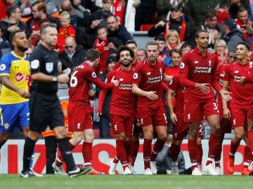 Los jugadores del Liverpool celebran un gol ante el Southampton