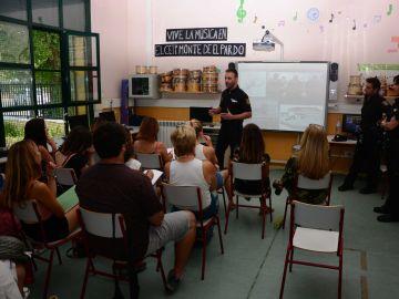 Imagen de una de las charlas de la Policía Nacional impartida en un colegio