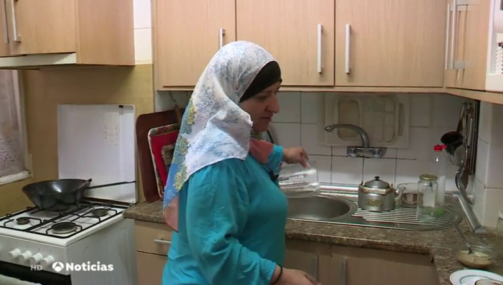 Una iniciativa crea un libro de recetas sirias que recogen las historias de los refugiados