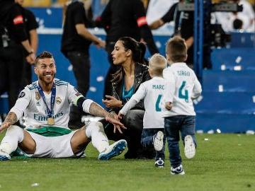 Pilar Rubio y Sergio Ramos con sus hijos