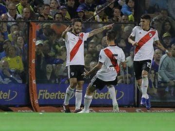 Los jugadores de River celebran un gol en la Bombonera