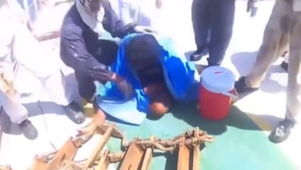 Rescatan a un joven indonesio tras 49 días a la deriva en el mar