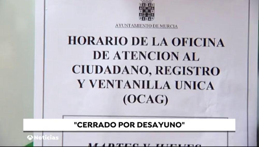 Un Ayuntamiento de Murcia cierra media hora por el desayuno de los funcionarios municipales