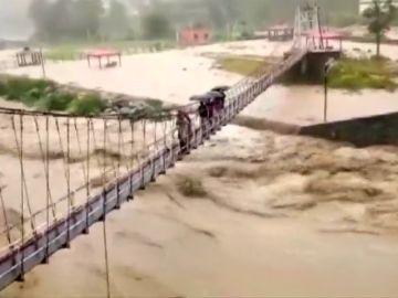 Las lluvias monzónicas provocan grandes inundaciones en la India