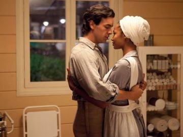 Mario Casas y Berta Vázquez en 'Palmeras en la Nieve'