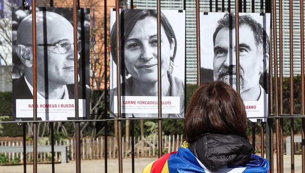 Protesta en apoyo a los políticos catalanes presos frente a la sede de la CE en Bruselas