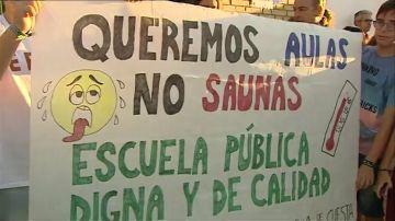 Paros y concentraciones en colegios de Sevilla por el calor en las aulas