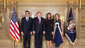 Foto oficial de Donald Trump y Pedro Sánchez con sus respectivas mujeres