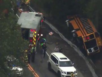 Cae un autobús con 41 escolares por un barranco en Estados Unidos