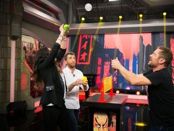 El Monaguillo lo apuesta todo en 'El Hormiguero 3.0' con el juego de las próximas navidades, el voleibol de Shin-chan