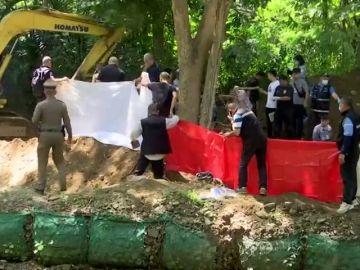 Desentierran el cadáver de un británico y su esposa en Tailandia
