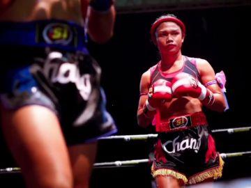 La trans tailandesa combate la discriminación desde el cuadrilátero de Muay Thai