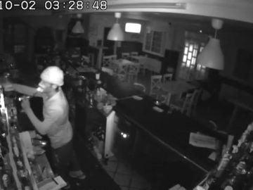 Un ladrón roba en un bar de Pontevedra