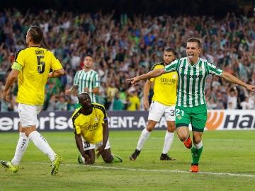 Lo Celso celebra su gol con el Betis en el Villamarín