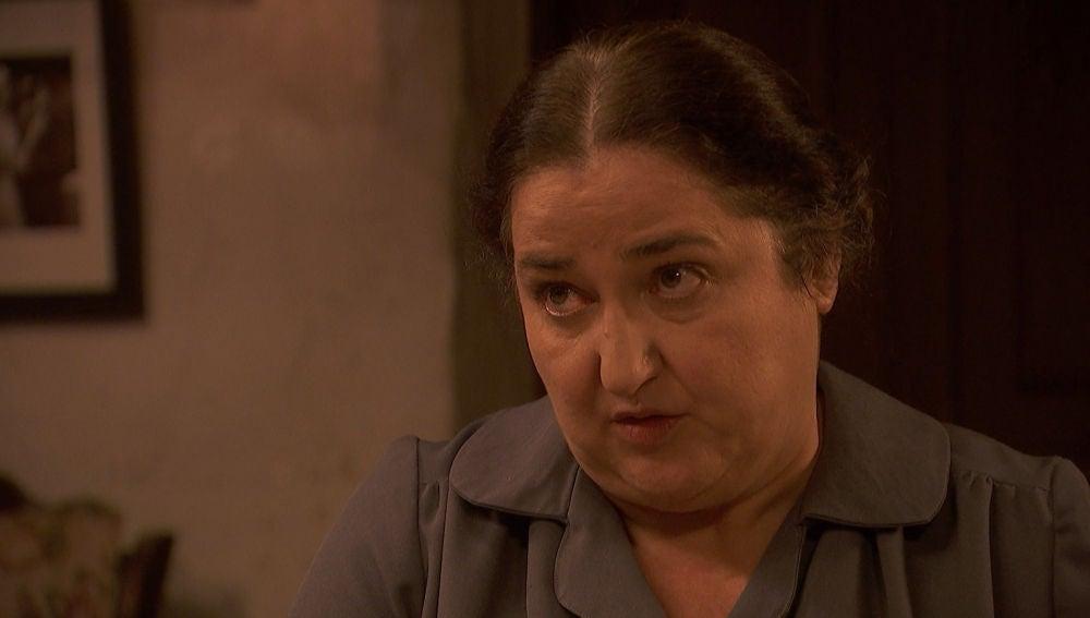La actitud exagerada de Antolina hace que Consuelo pierda la poca confianza que le queda de ella