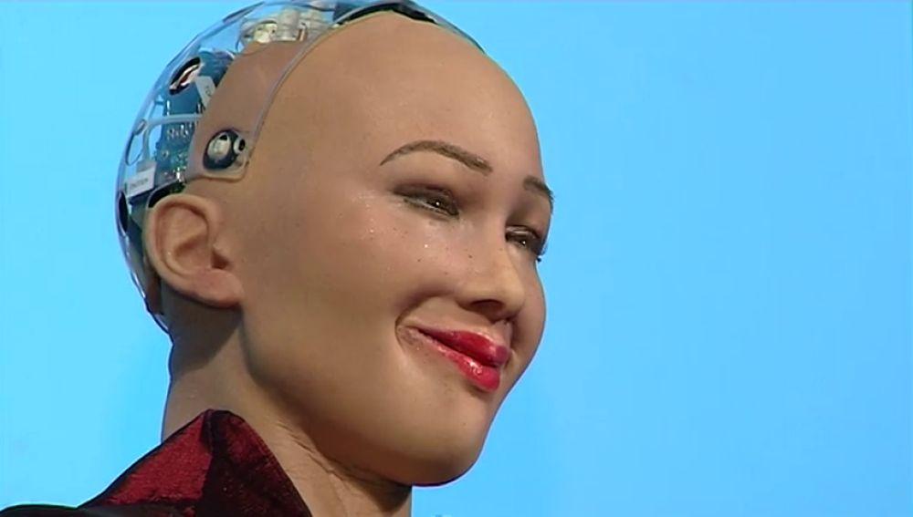 Sophia está diseñada para adaptarse y trabajar con los humanos