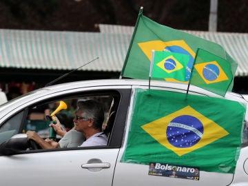 Un coche haciendo campaña electoral en las elecciones en Brasil