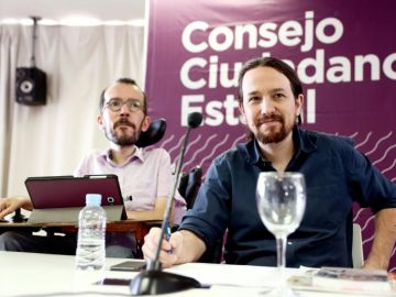 Pablo Iglesias y Pablo Echenique durante el Consejo Ciudadano de Podemos