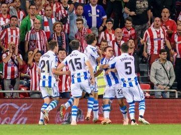 Los jugadores de la Real Sociedad, eufóricos tras el gol en San Mamés