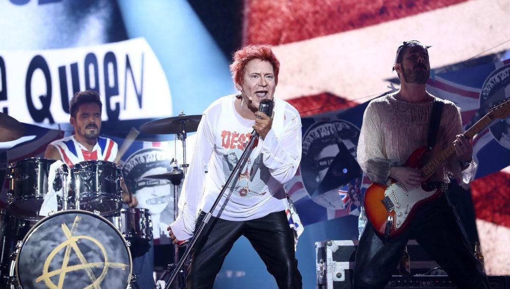 José Corbacho nos contagia la energía como Sex Pistols en 'God save the Queen'