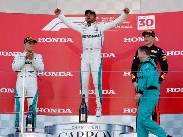 Lewis Hamilton, Bottas y Verstappen, en el podio de Suzuka