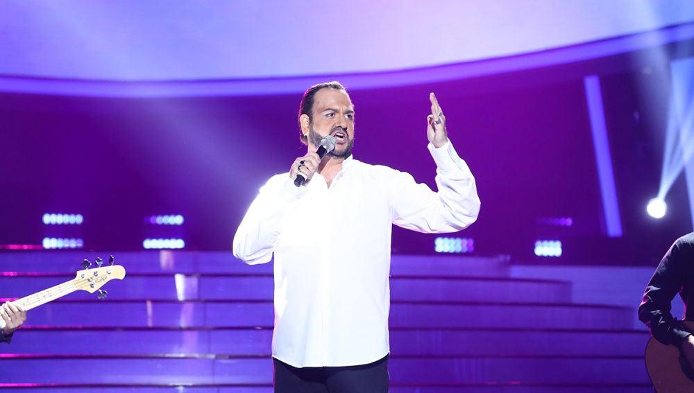 Manu Sánchez proclama en el escenario la 'Vida loca' como Pancho Céspedes