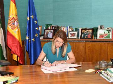 Susana Díaz en la firma del decreto de convocatoria de elecciones en Andalucía