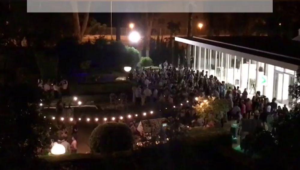 Cerca de 500 vecinos conviven con un salón de bodas en su patio