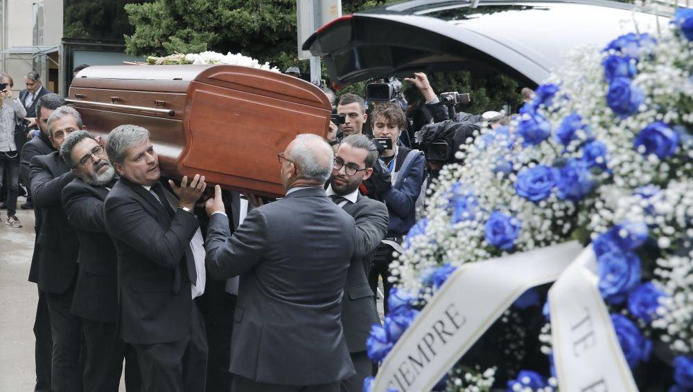 Salida del féretro con los restos de la soprano Montserrat Caballé
