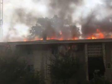Una mujer provoca un gran incendio en un bloque de apartamentos porque estaba molesta con su exnovio
