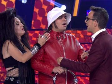 Brays Efe y Anabel Alonso, unidos (literalmente) durante toda la gala por culpa de Àngel Llàcer