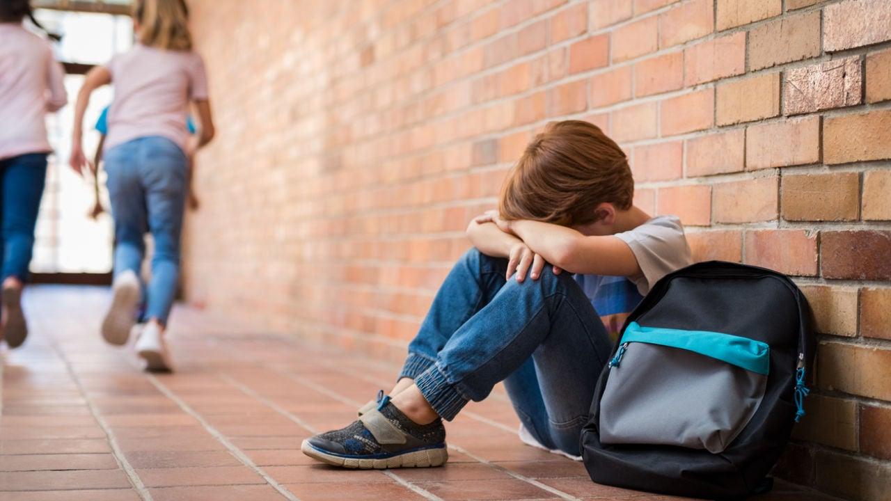 Un niño de 11 años, víctima de acoso escolar, se lanza por una ventana en Mislata
