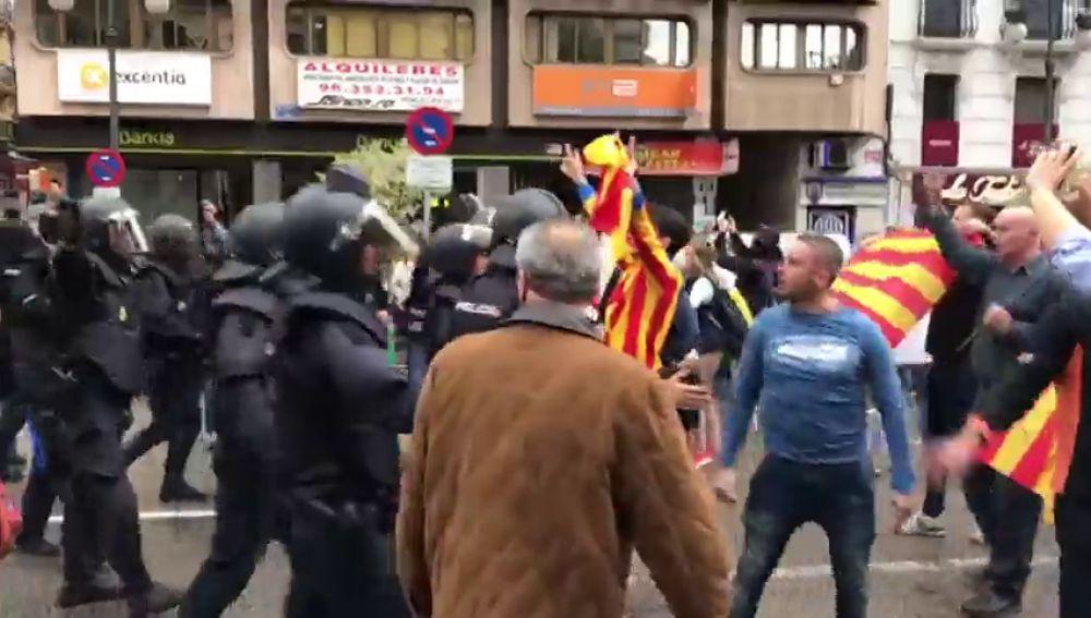 Coinciden en Valencia varias manifestaciones de ideologías opuestas