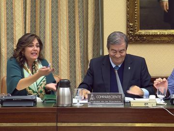 La diputada del PP Beatriz Escudero antes de abandonar la comisión