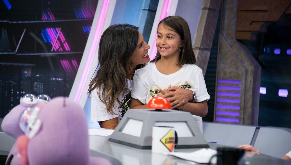 Nuria Roca recibe la visita sorpresa de su hija Olivia en 'El Hormiguero 3.0'