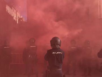 Protestas de Jusapol y bomberos forestales a la llegada de Sánchez a Valencia