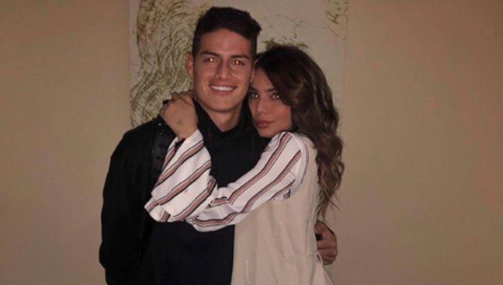 James, junto a su hermana Juana Valentina